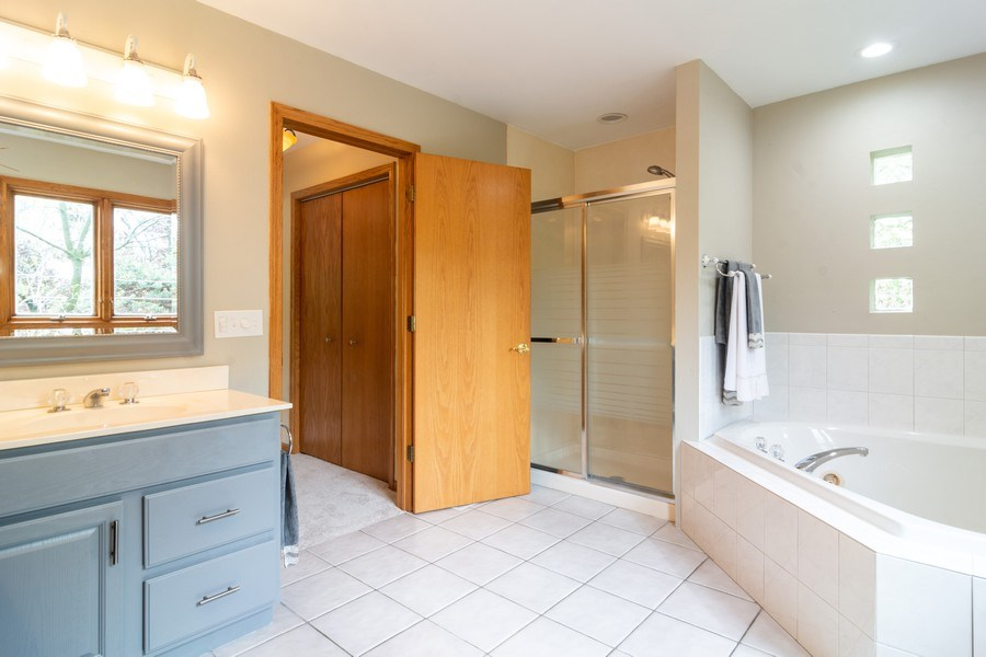 Real Estate Photography - 308 S Derbyshire, Arlington Heights, IL, 60004 - Master Bath