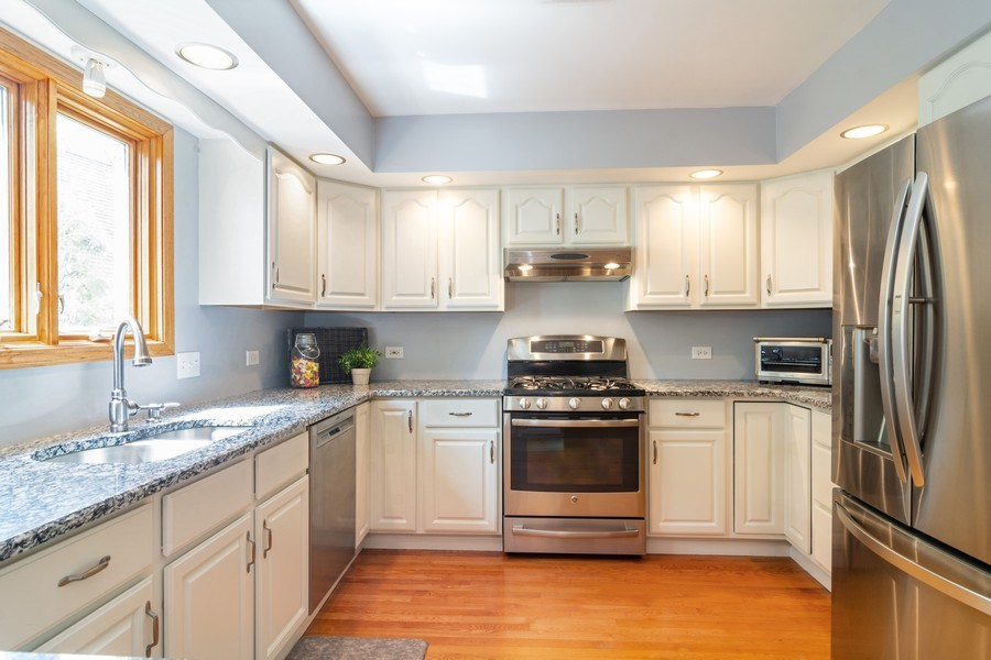 Real Estate Photography - 308 S Derbyshire, Arlington Heights, IL, 60004 - Kitchen