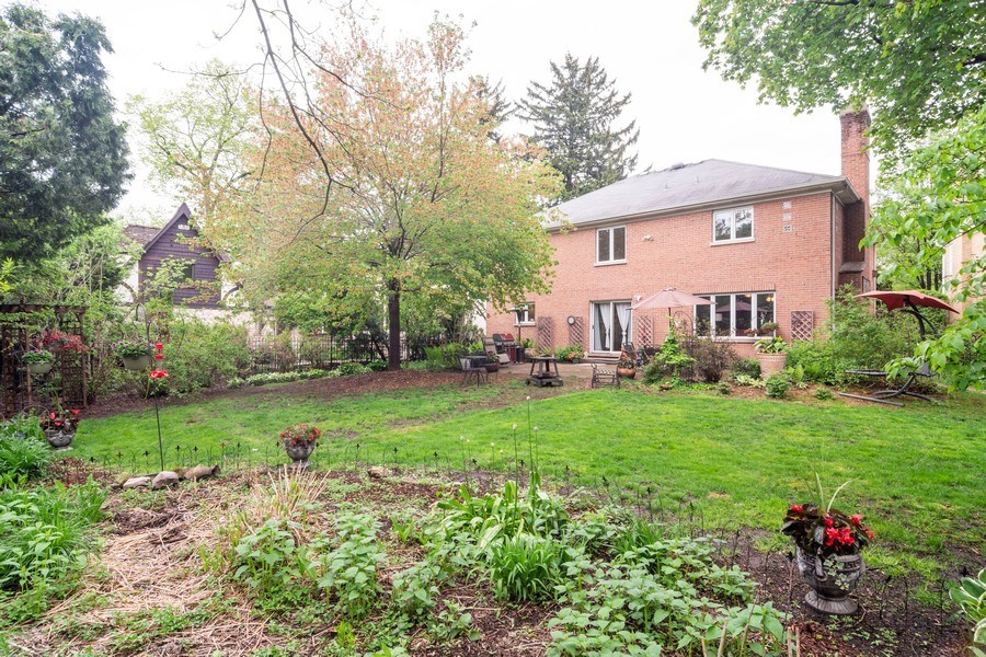 Real Estate Photography - 308 S Derbyshire, Arlington Heights, IL, 60004 - Back Yard