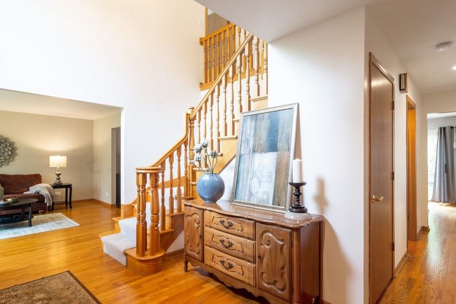 Real Estate Photography - 308 S Derbyshire, Arlington Heights, IL, 60004 - Foyer