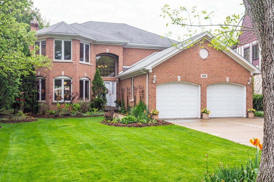 Real Estate Photography - 308 S Derbyshire, Arlington Heights, IL, 60004 - Front View