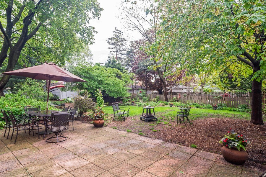 Real Estate Photography - 308 S Derbyshire, Arlington Heights, IL, 60004 - Patio