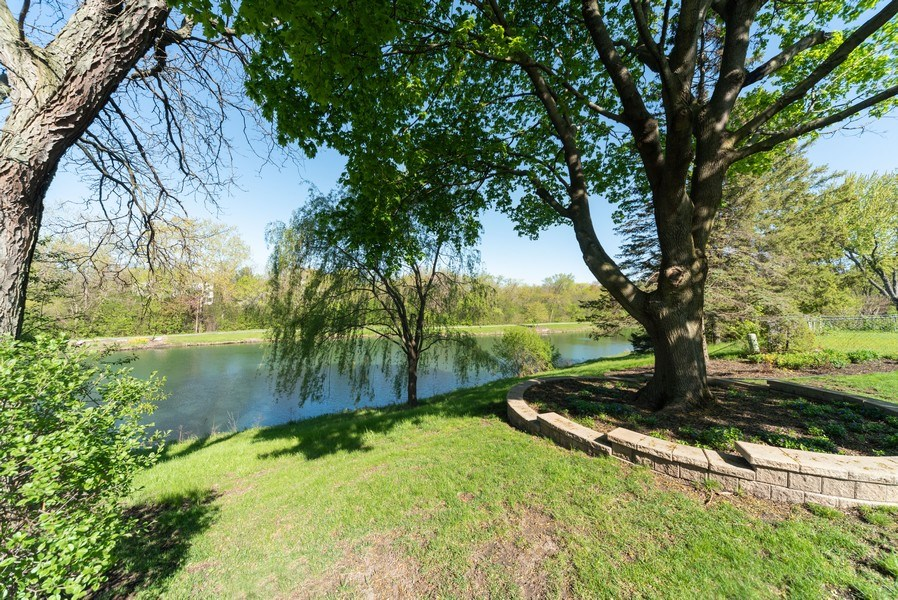 Real Estate Photography - 940 Shambliss Lane, Buffalo Grove, IL, 60089 - Back Yard