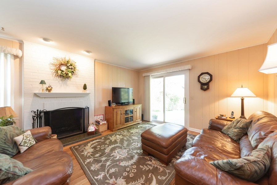 Real Estate Photography - 940 Shambliss Lane, Buffalo Grove, IL, 60089 - Family Room