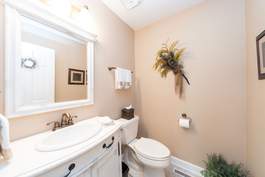 Real Estate Photography - 940 Shambliss Lane, Buffalo Grove, IL, 60089 - Half Bath