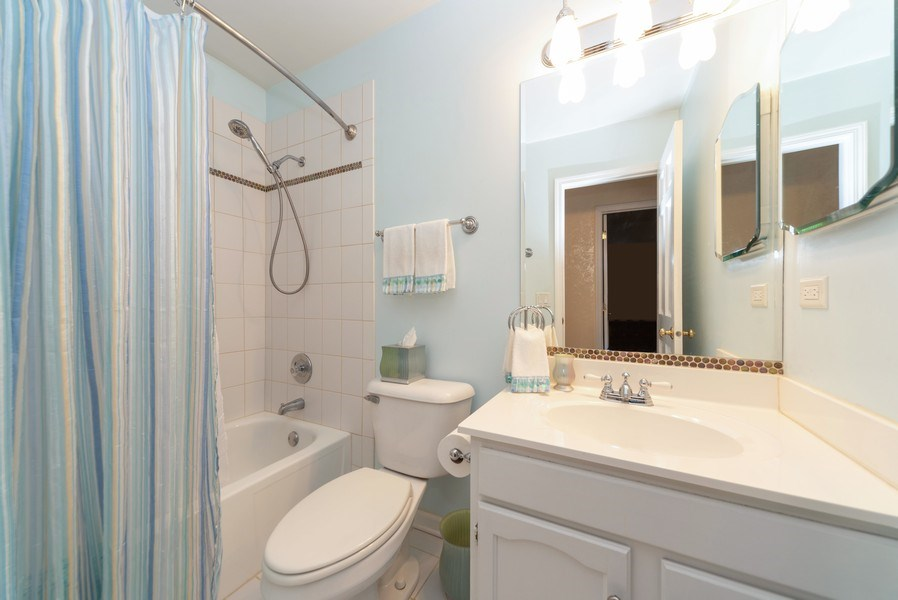 Real Estate Photography - 940 Shambliss Lane, Buffalo Grove, IL, 60089 - 2nd Bathroom