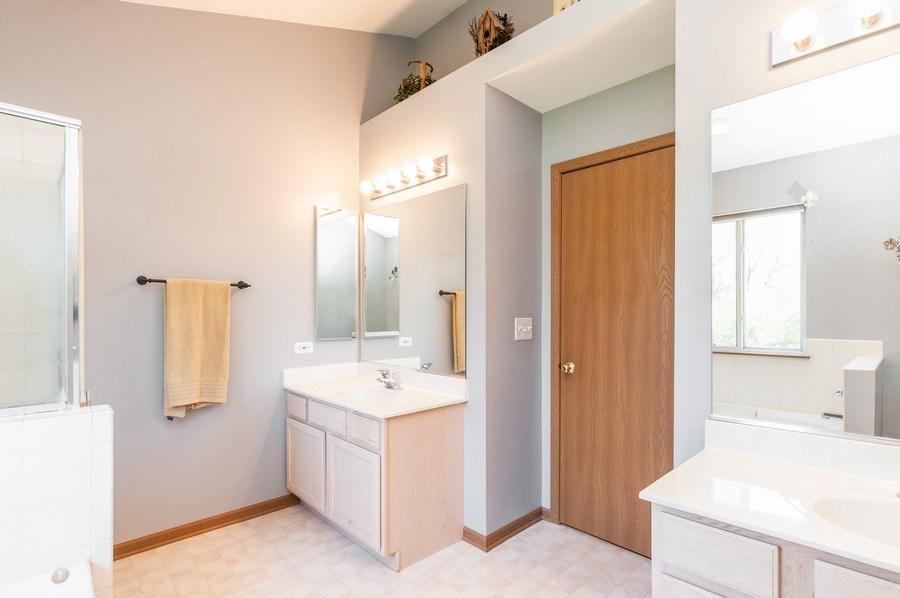 Real Estate Photography - 410 Gold Finch Circle, Lindenhurst, IL, 60046 - Master Bathroom