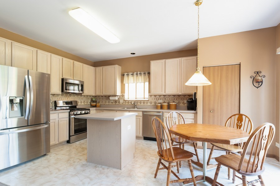 Real Estate Photography - 410 Gold Finch Circle, Lindenhurst, IL, 60046 - Kitchen / Breakfast Room