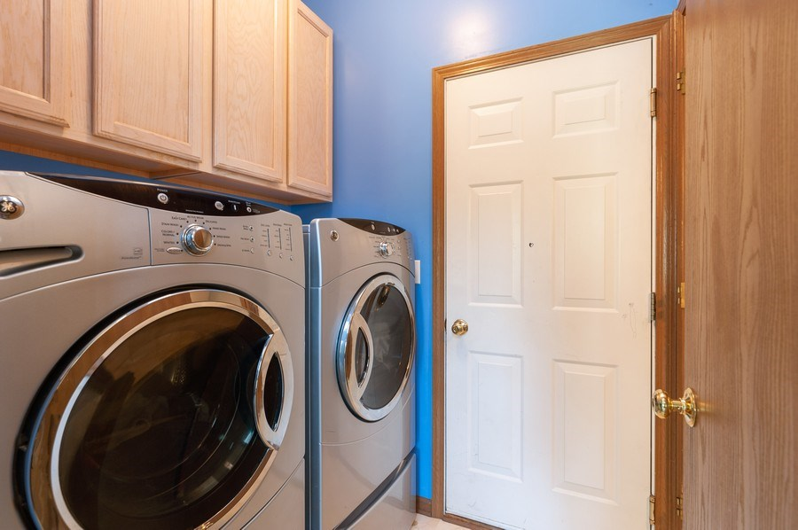 Real Estate Photography - 410 Gold Finch Circle, Lindenhurst, IL, 60046 - Laundry Room