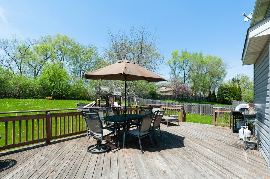 Real Estate Photography - 410 Gold Finch Circle, Lindenhurst, IL, 60046 - Deck