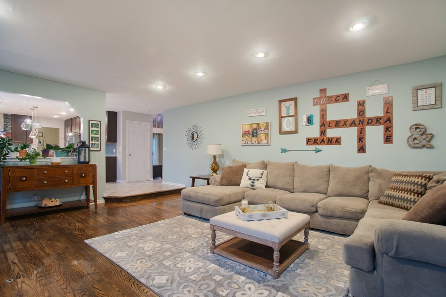 Real Estate Photography - 813 Heatherstone Drive, Schaumburg, IL, 60173 - Living Room