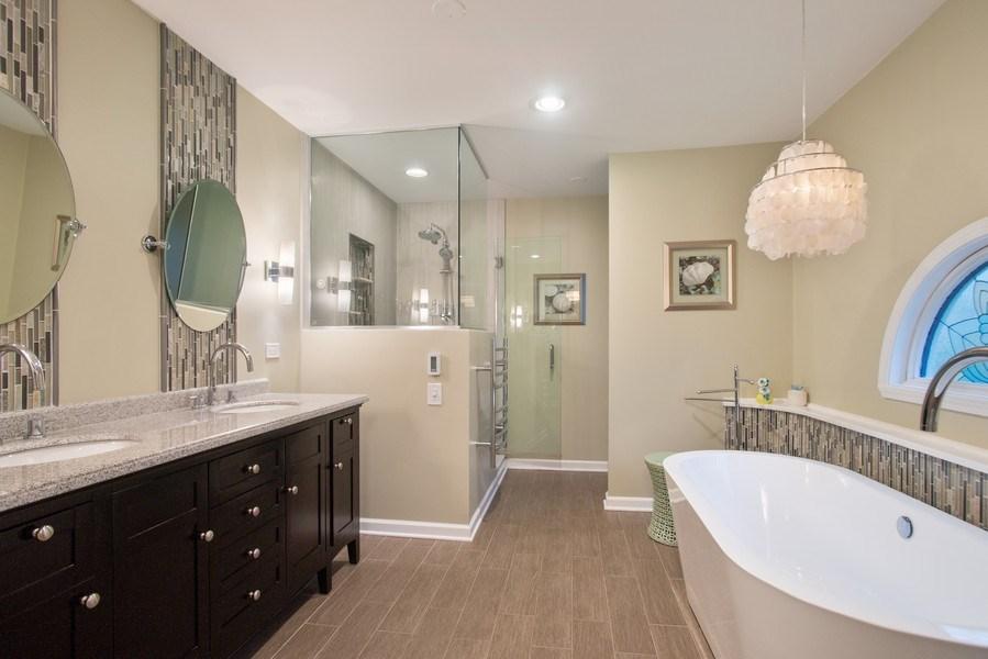 Real Estate Photography - 813 Heatherstone Drive, Schaumburg, IL, 60173 - Master Bathroom
