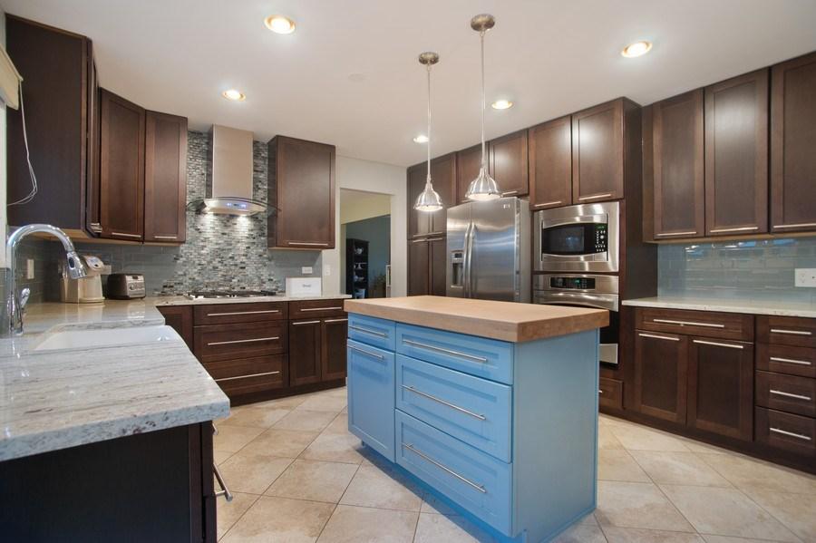 Real Estate Photography - 813 Heatherstone Drive, Schaumburg, IL, 60173 - Kitchen