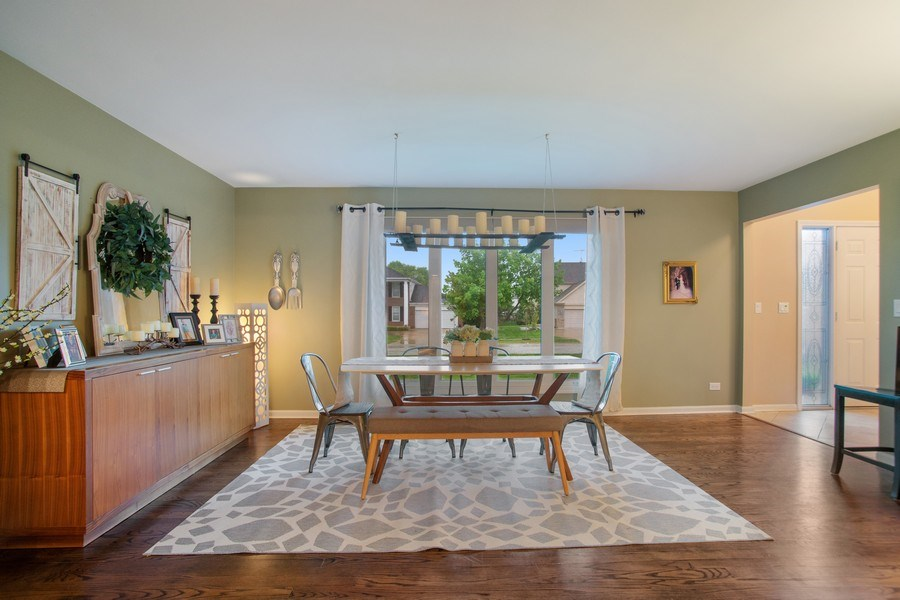 Real Estate Photography - 813 Heatherstone Drive, Schaumburg, IL, 60173 - Family Room