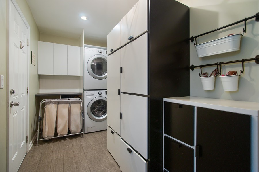 Real Estate Photography - 813 Heatherstone Drive, Schaumburg, IL, 60173 - Laundry Room