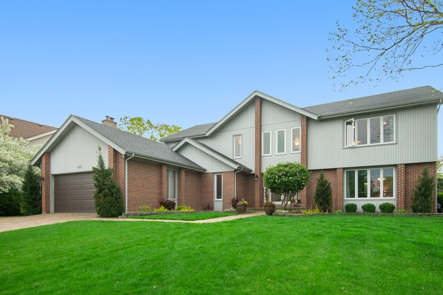 Real Estate Photography - 813 Heatherstone Drive, Schaumburg, IL, 60173 - Front View