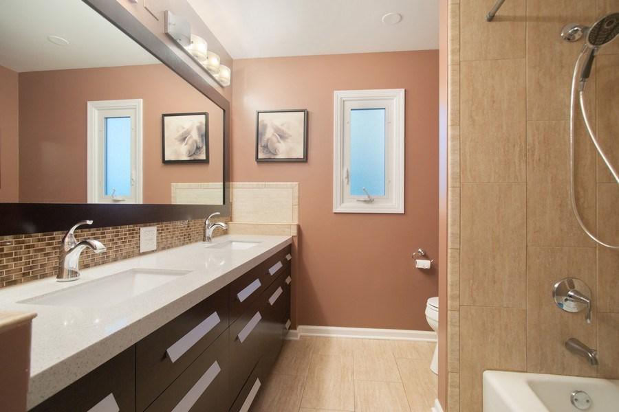 Real Estate Photography - 813 Heatherstone Drive, Schaumburg, IL, 60173 - Bathroom