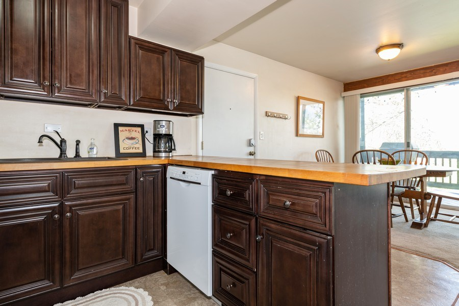 Real Estate Photography - 5544 E. Lake Drive, Unit B, Lisle, IL, 60532 - Kitchen