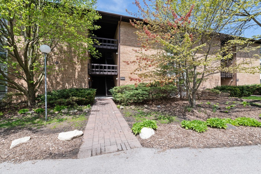 Real Estate Photography - 5544 E. Lake Drive, Unit B, Lisle, IL, 60532 - Front View