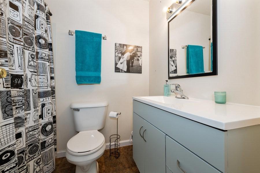 Real Estate Photography - 5544 E. Lake Drive, Unit B, Lisle, IL, 60532 - Bathroom