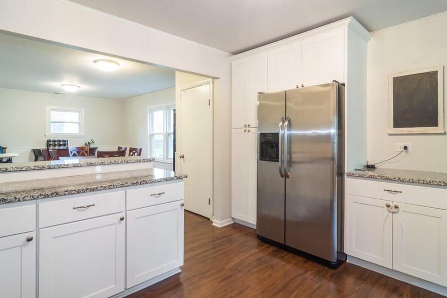 Real Estate Photography - 2704 Sigwalt Street, Rolling Meadows, IL, 60008 - Kitchen