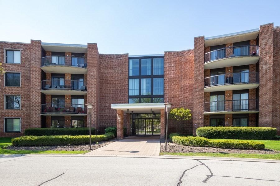 Real Estate Photography - 1505 E. Central Road, Unit 106A, Arlington Heights, IL, 60005 - 1505 E Central Rd
