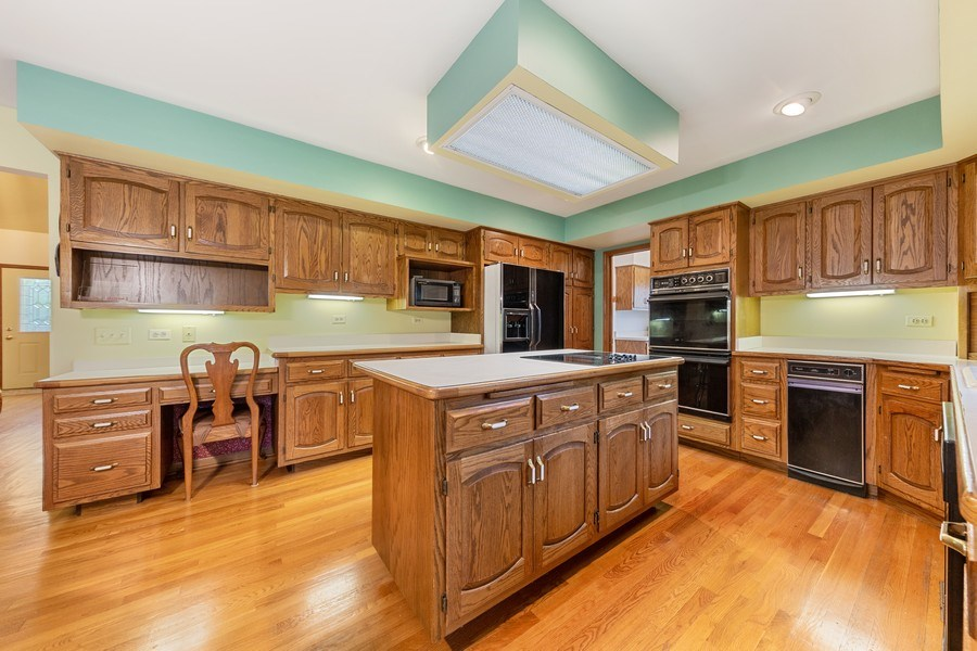 Real Estate Photography - 8738 Kentwood Court, Darien, IL, 60561 - Kitchen
