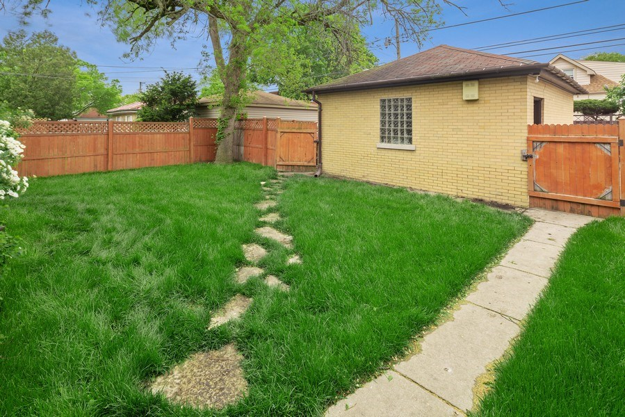 Real Estate Photography - 1207 Rossell Avenue, Oak Park, IL, 60302 - Back Yard
