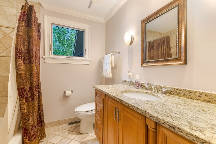 Real Estate Photography - 3703 Springdale Ave, Glenview, IL, 60025 - Hall Bath