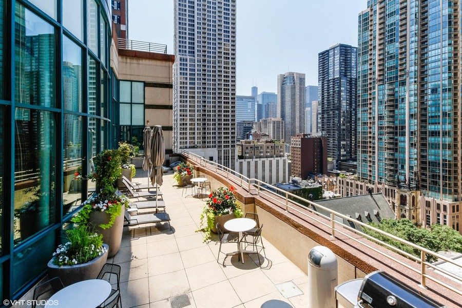 Real Estate Photography - 100 E. Huron Street, Unit 1802, Chicago, IL, 60611 - Sundeck