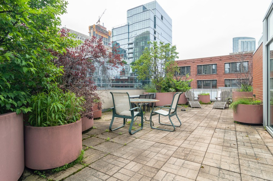 Real Estate Photography - 433 N. Wells Street, Unit 202, Chicago, IL, 60654 - Roof Deck