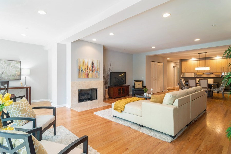 Real Estate Photography - 433 N. Wells Street, Unit 202, Chicago, IL, 60654 - Living Room / Dining Room