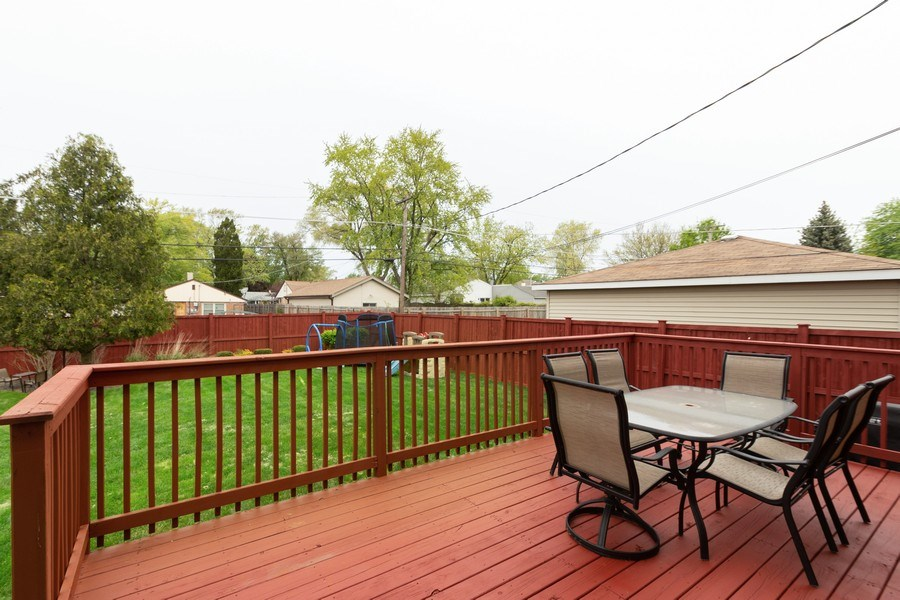 Real Estate Photography - 4956 Paxton Road, Oak Lawn, IL, 60453 - Deck
