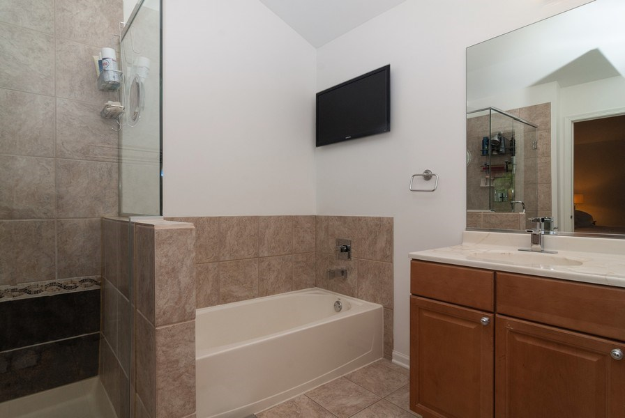 Real Estate Photography - 1236 Townes Circle, Aurora, IL, 60502 - Master Bathroom