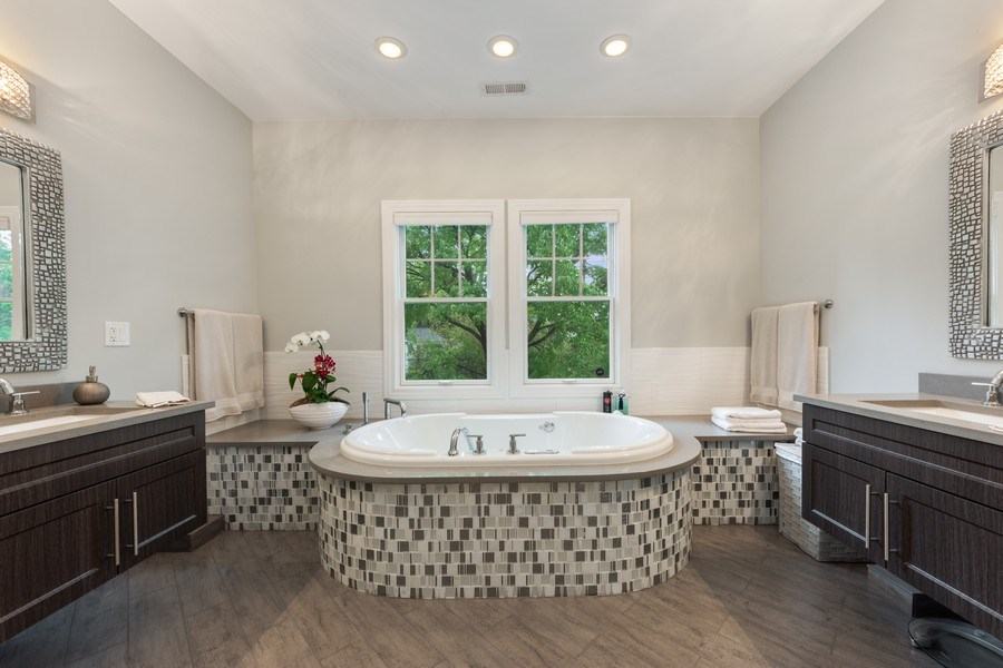 Real Estate Photography - 707 W. Lynnwood Avenue, Arlington Heights, IL, 60004 - Master Bathroom