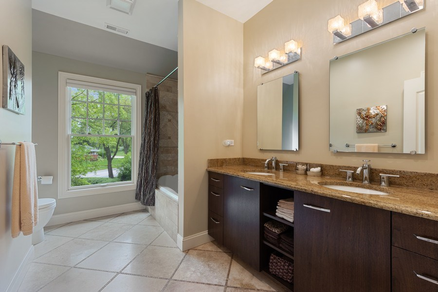 Real Estate Photography - 707 W. Lynnwood Avenue, Arlington Heights, IL, 60004 - 2nd Bathroom