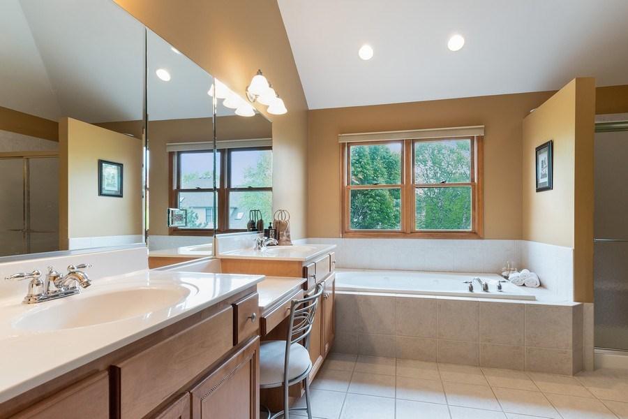 Real Estate Photography - 5520 Bergamot Lane, Naperville, IL, 60564 - Master Bath