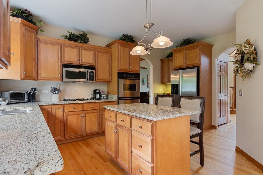 Real Estate Photography - 5520 Bergamot Lane, Naperville, IL, 60564 - Kitchen