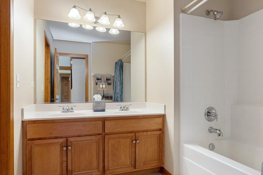 Real Estate Photography - 5520 Bergamot Lane, Naperville, IL, 60564 - Hall Bath