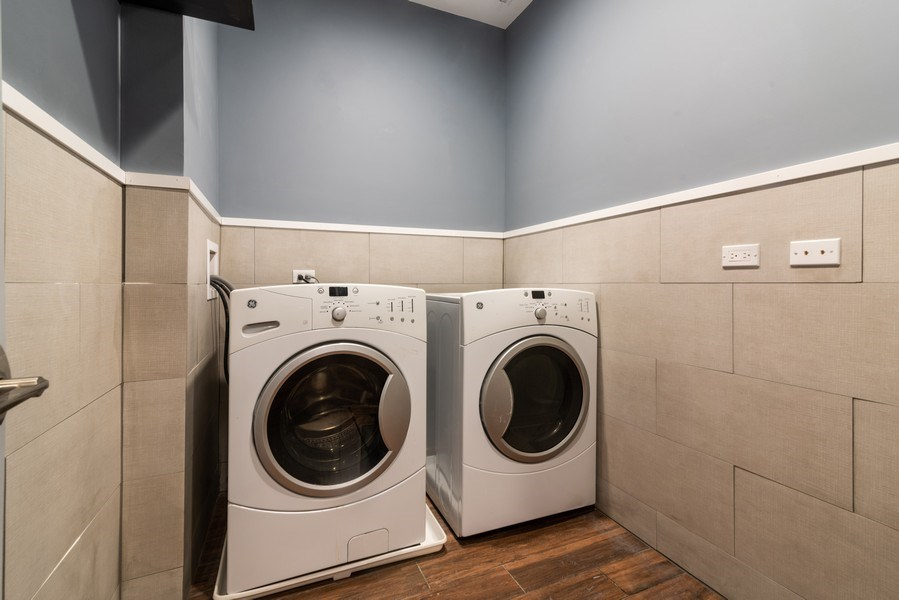 Real Estate Photography - 6125 N Ravenswood, Unit 2, Chicago, IL, 60640 - Laundry Room