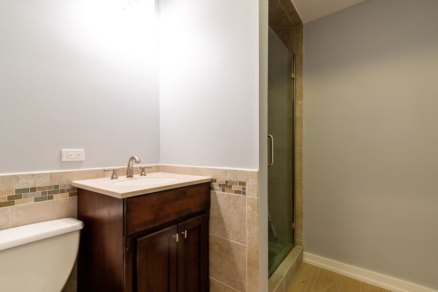 Real Estate Photography - 6125 N Ravenswood, Unit 2, Chicago, IL, 60640 - Bathroom
