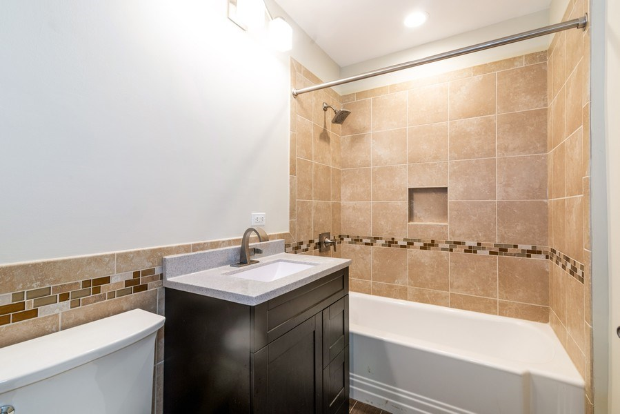 Real Estate Photography - 6125 N Ravenswood, Unit 2, Chicago, IL, 60640 - 2nd Bathroom
