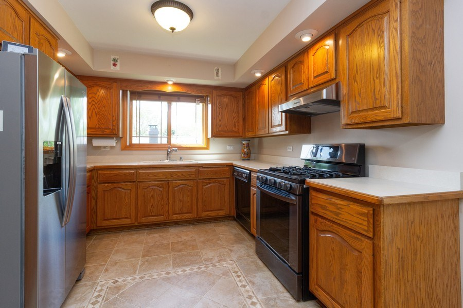 Real Estate Photography - 8438 Hollywood Drive, Orland Park, IL, 60462 - Kitchen