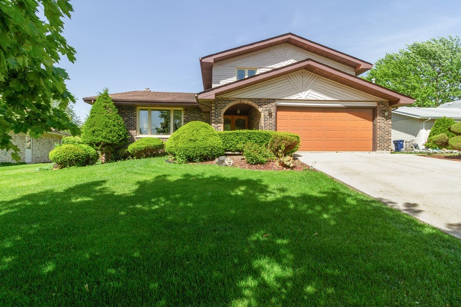 Real Estate Photography - 8438 Hollywood Drive, Orland Park, IL, 60462 - Front View