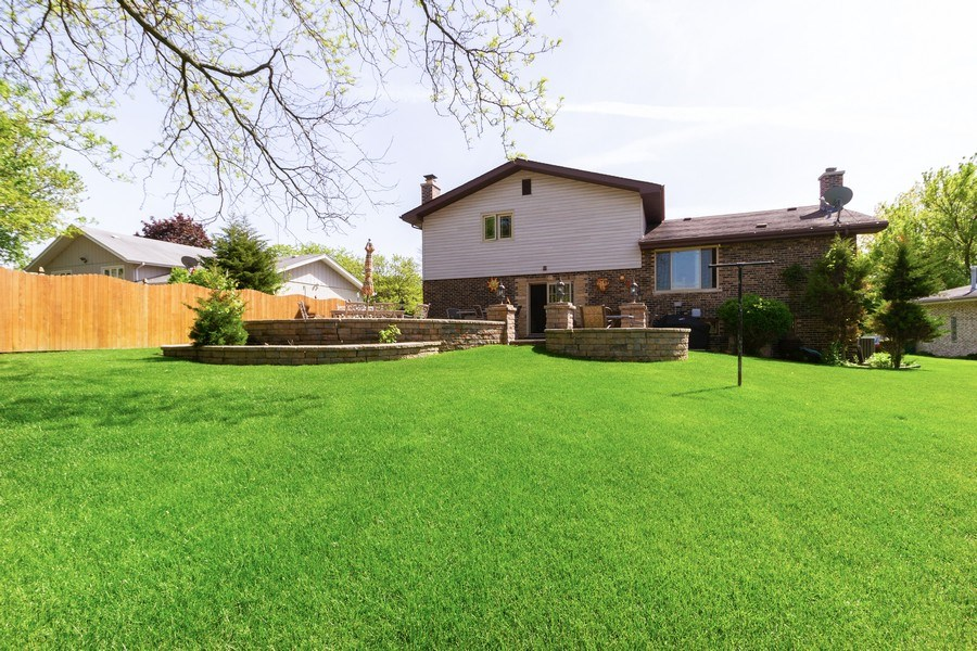 Real Estate Photography - 8438 Hollywood Drive, Orland Park, IL, 60462 - Rear View