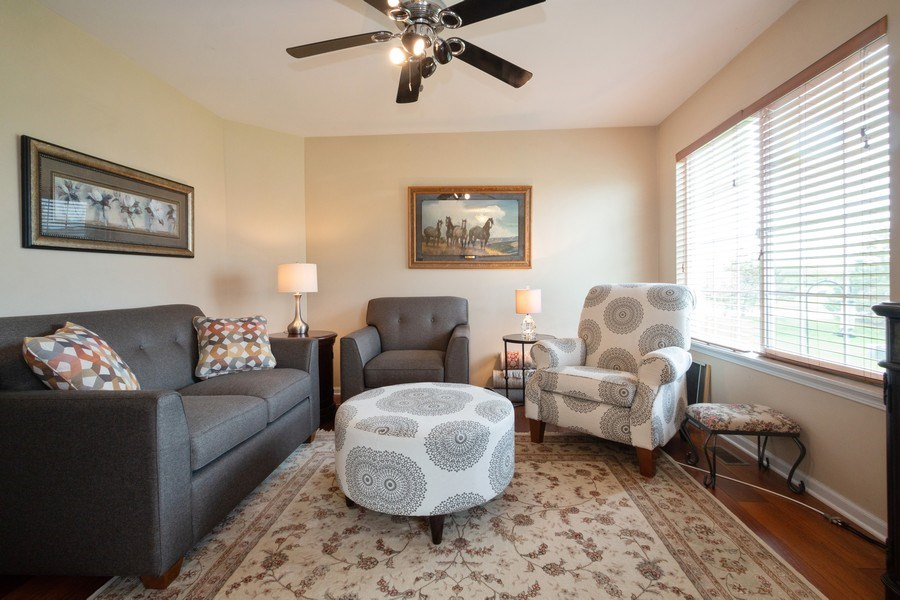 Real Estate Photography - 286 MACINTOSH Avenue, Woodstock, IL, 60098 - Living Room