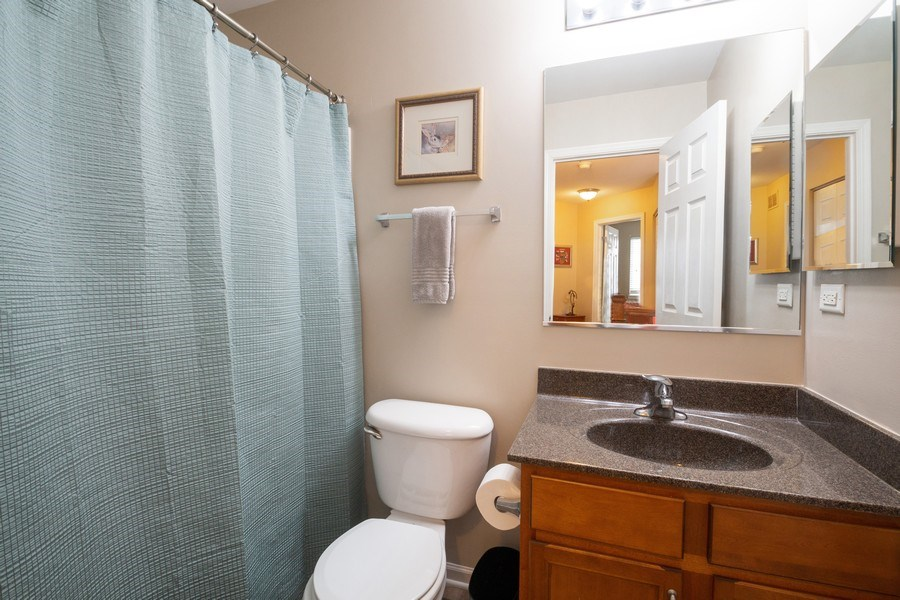 Real Estate Photography - 286 MACINTOSH Avenue, Woodstock, IL, 60098 - 2nd Bathroom