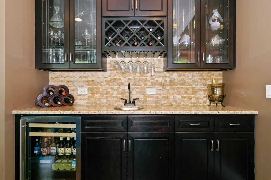 Real Estate Photography - 174 Partridge Lane, Bartlett, IL, 60103 - Bar
