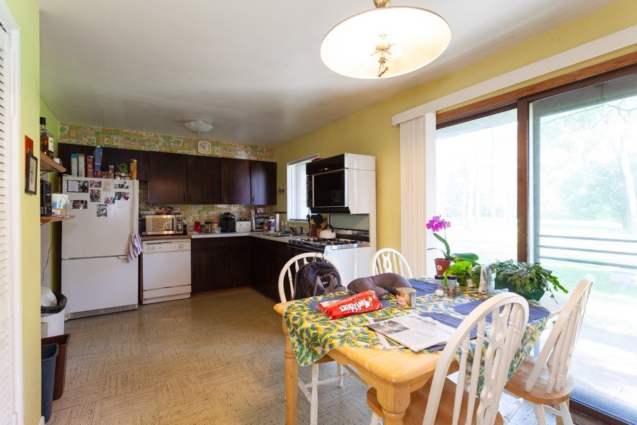Real Estate Photography - 620 67th Place, Willowbrook, IL, 60527 - Kitchen