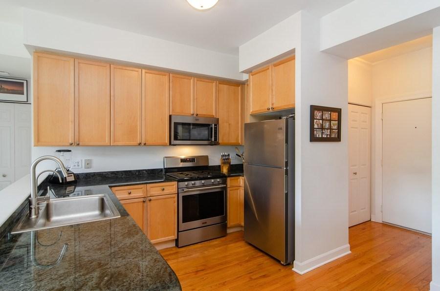 Real Estate Photography - 845 W. Altgeld Street, Unit 3B, Chicago, IL, 60614 - Kitchen